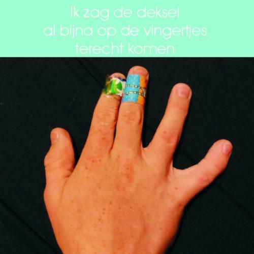 speelgoedkist, vingers, gewond, deksel